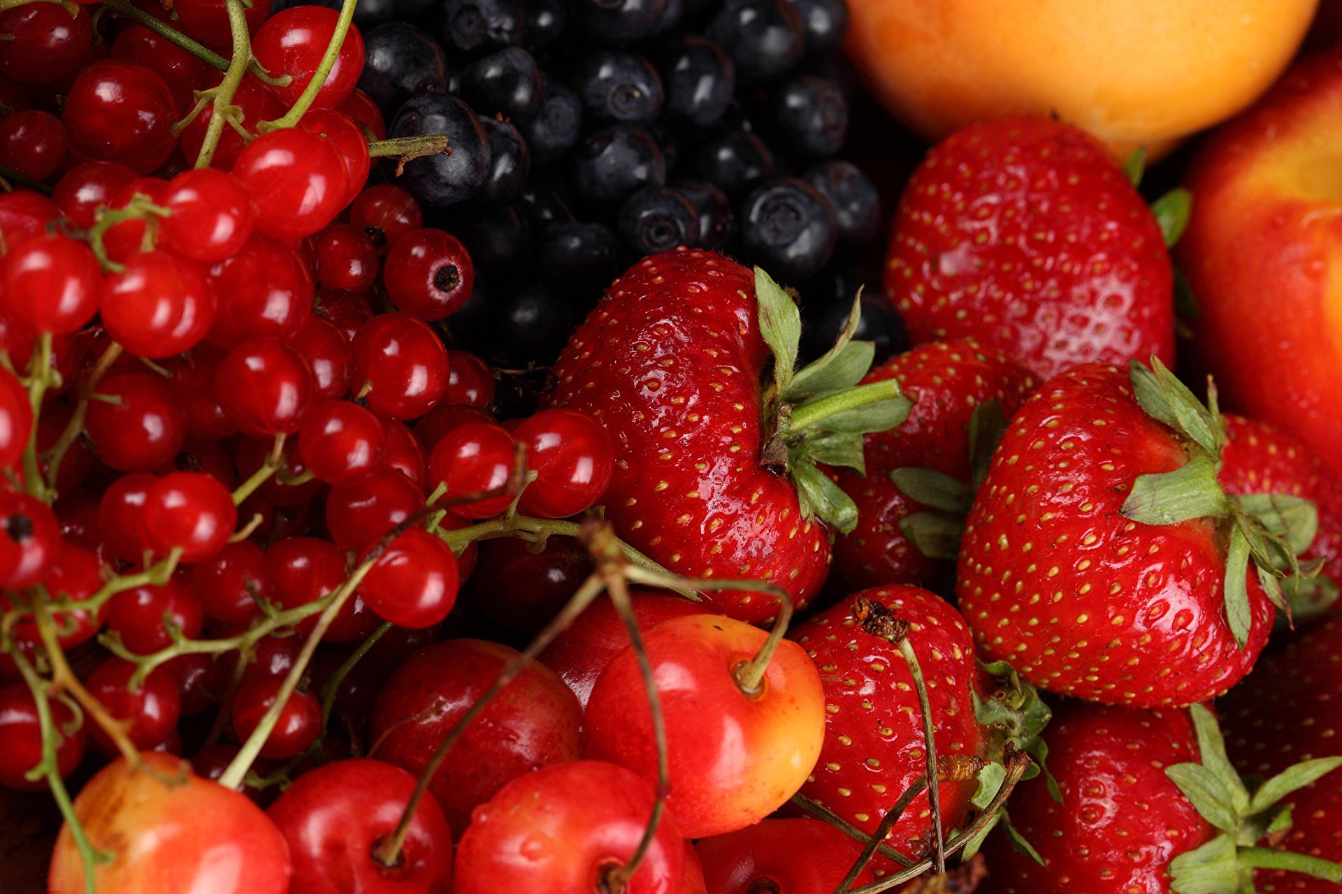 годи и череши - любимите ми пролетно-летни плодове