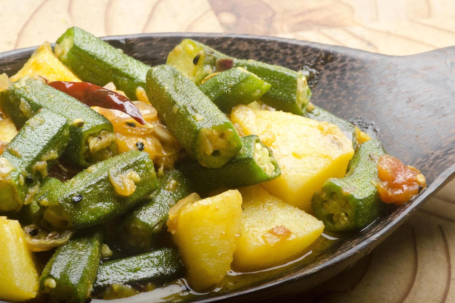 Къри от картофи и бамя