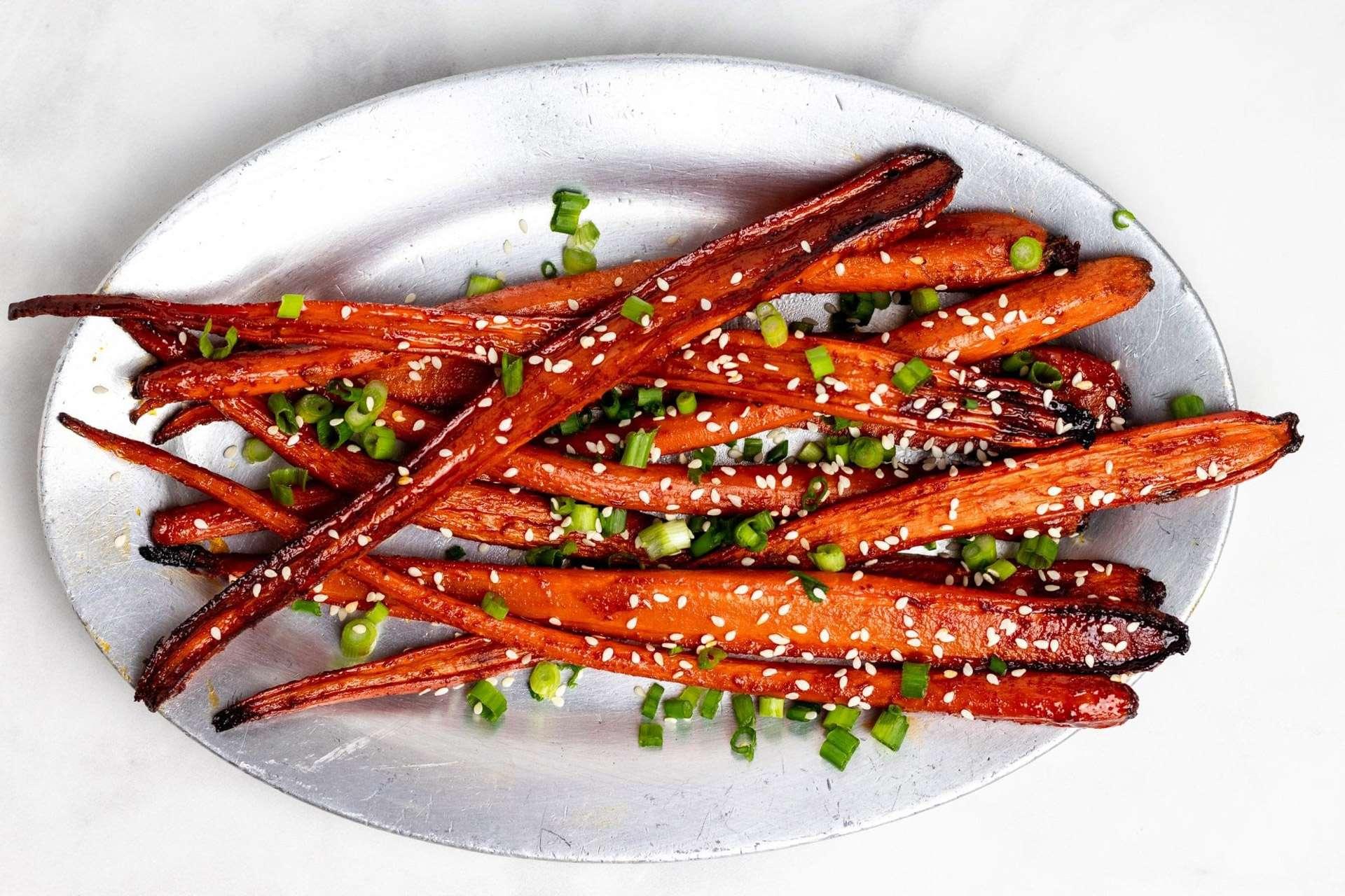 Моркови с маково семе и сусам