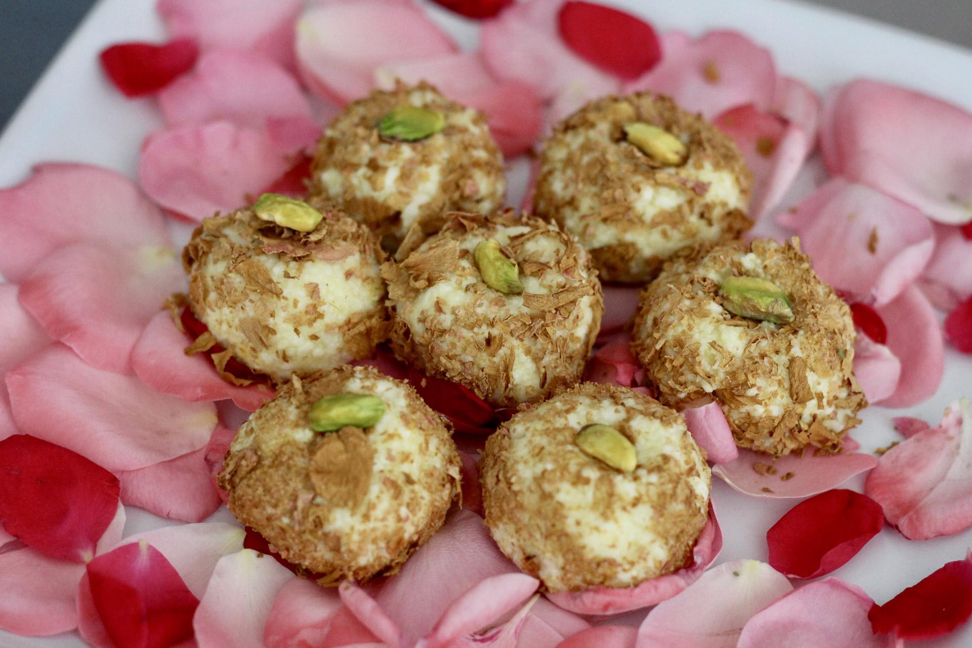 Сандеш – десерт с панир, ядки и шафран