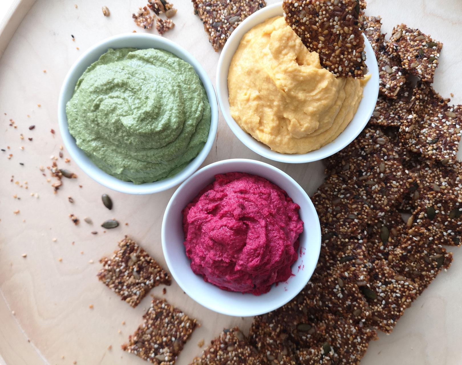 Крекери от семена и три вида хумус