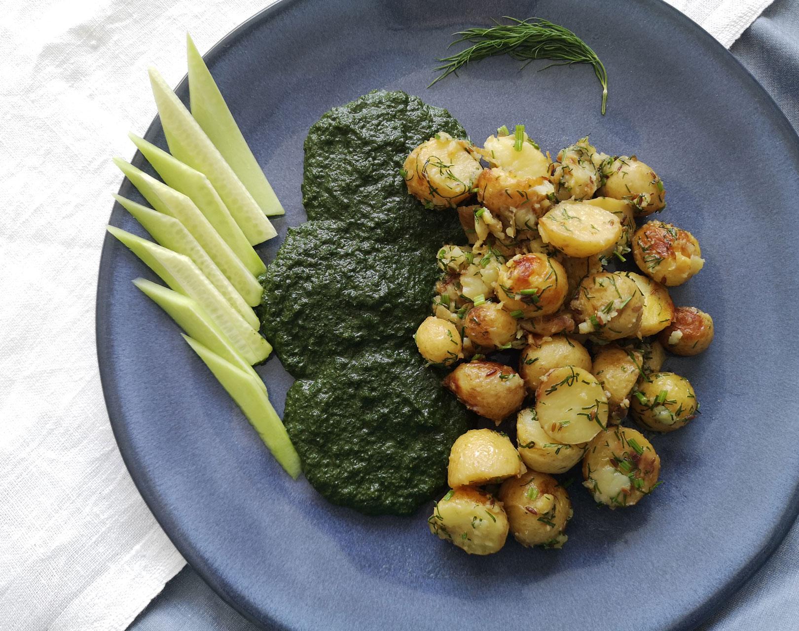Пресни картофи с кимион и пюре от коприва