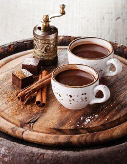 Аюрведични приказки за горещия шоколад